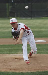 Peyton Kyburz pitching for Salado.